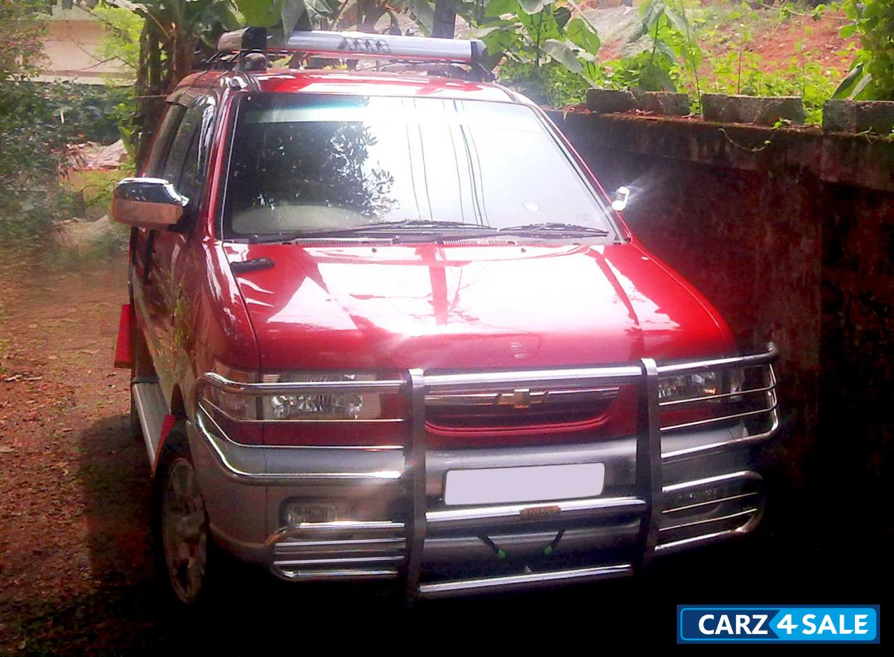 Dual Tone-red With Silver Chevrolet Tavera