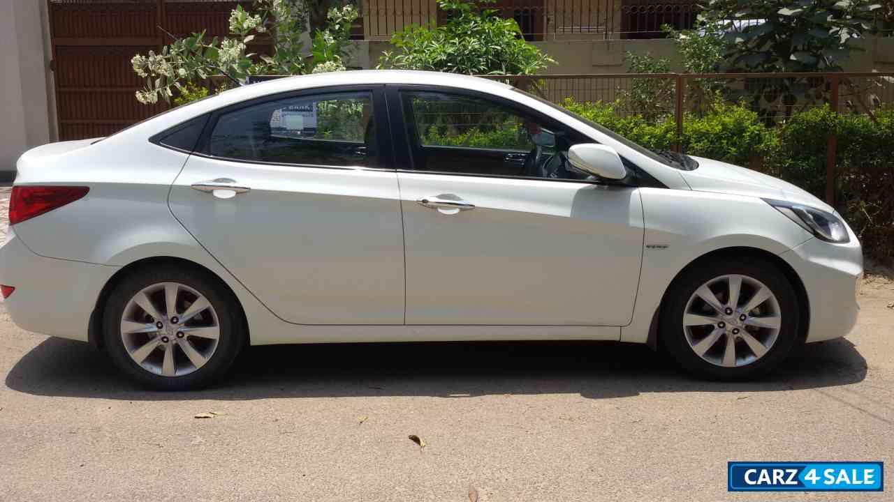 White Hyundai Verna Picture 1 Album Id Is 4015 Car