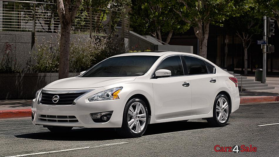 2015 Nissan Altima Front Left View